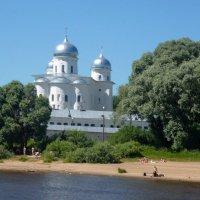 Пляж возле Свято-Юрьева монастыря :: Наталья (Nattina) ...