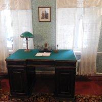 Письменный  стол  в доме Цветаевых :: Мила