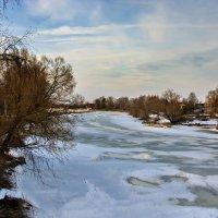 По реке - проталины... :: Юрий