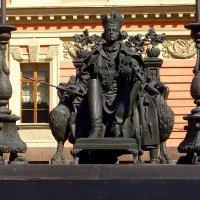 Памятник хозяину замка :: Сергей