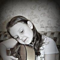 С гитарой :: Юлия Шишаева