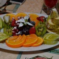 Блюдо с фруктами :: Сергей Тагиров