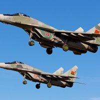 Посадка пары МиГ-29. Барановичи. 28 октября 2014 года :: Сергей Коньков