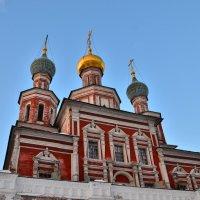 Храм Покрова Пресвятой Богородицы над южными воротами :: Денис Змеев