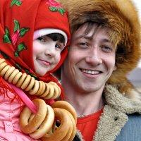 Андрей Юнников с девочкой.. :: Алексей Ковынев