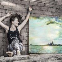 Дочь и её картина. :: Одиноков Юрий