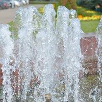 Струи воды фонтана :: Сергей Тагиров