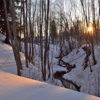 Речка в марте :: Юрий Суханов