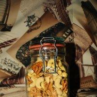Баночка с орешками :: Света Кондрашова