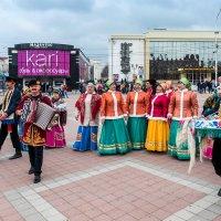 Народ гуляет. :: Геннадий Оробей