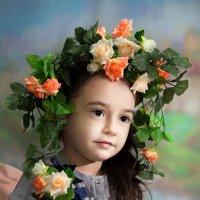 девочка с цветочным веночком на голове :: Светлана Ясевич