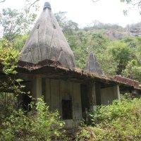 Старый храм в Индийских джунглях :: maikl falkon