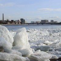 Последний лед на Неве :: VL