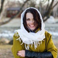 Портрет красивой девушки в шали :: Павел Ладный