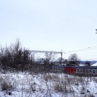 По весеннему снежку мчится электричка..... :: Владимир Болдырев