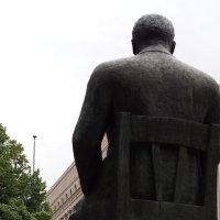Кто ж его посадит? Он же памятник! :: Ljudmila Korotkova