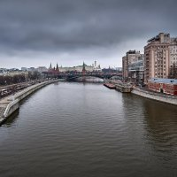 Вид на Кремль с Патриаршего Моста :: Игорь Иванов