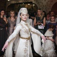 танец невесты... :: Батик Табуев