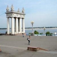 На берегу р. Волги. :: Евгений Голубев