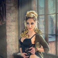 Девушка со змеёй :: Виктор Седов