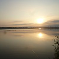 Восход над озером :: Дарья Fox