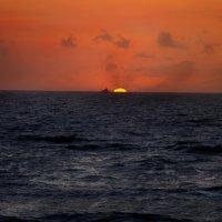 тонущее солнце. :: Alexander Hersonski