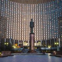 Памятник генералу Шарлю де Голлю :: Борис Гольдберг