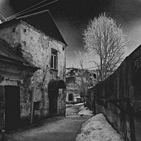 Старый дворик. :: Александр Строков
