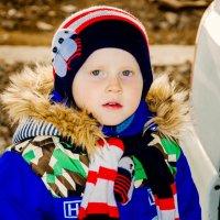 Детство - это когда свой возраст можно показать на пальцах. :: Наталья Александрова