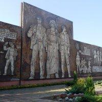 Памятник металлургам :: Дарья Неживая