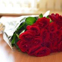 Букет роз на столе :: Сергей Тагиров