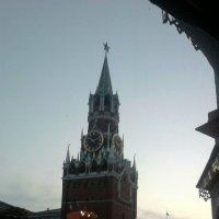 из окна ,храма Василия Блаженногона старые часы) :: Александра Полякова-Костова