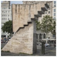 Наверх по лестнице  ведущей вниз ..... :: Игорь Абламейко