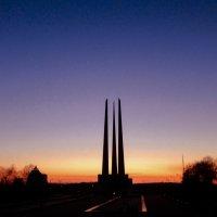 Памятник Три Штыка город Витебск :: Сергей Погарельский