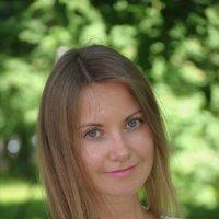 Портрет девушки в летнем парке :: Сергей Тагиров