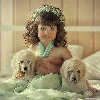 Девочка с щенками :: Анастасия Бембак
