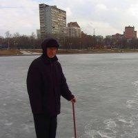 Настоящий рыбак! Всю зиму рыбачит! :: Андрей Лукьянов