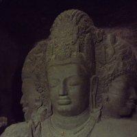 Шива Вишну Брахма  пещерный храм остров Элефант. :: maikl falkon