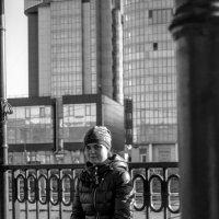 Девушка в беседке :: Михаил Минькин