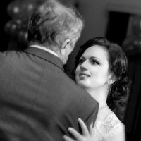 Свадебный танец отца и дочки :: Максим Сорокин