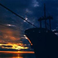 В Дудинском морском порту :: Виталий ИВАНОВ