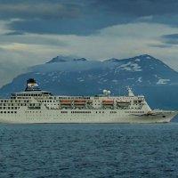 Туристический корабль :: Надежда Лаптева