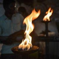 Огни в честь празднования МахаШиваратри :: Марина Семенкова
