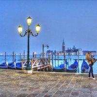 Гондолы спят и вечер в Венеции, Италия :: Николай Милоградский