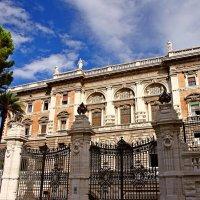 Одно из зданий американского посольства в Риме :: Денис Кораблёв