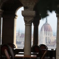Будапешт-Парламентский дворец вдалеке :: Галина Оболдина