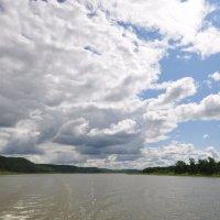 Облачное небо над рекой :: Сергей Тагиров