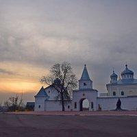 Закат у стен монастыря. :: vkosin2012 Косинова Валентина