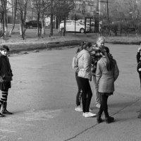 Школьный двор... :: Елена Иванова