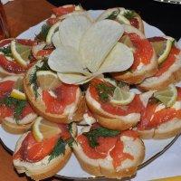 Бутерброды с красной рыбой :: Сергей Тагиров